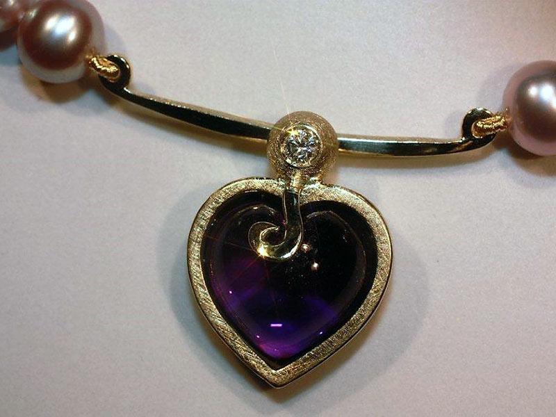 Amethyst Herz mit Perlenkette Rose
