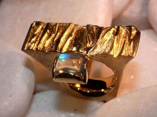 Regenbogen-Mondstein-Ring