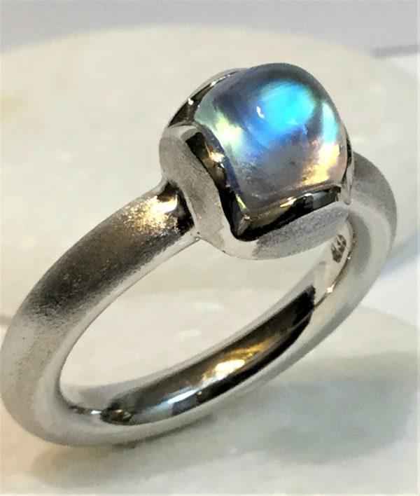 Regenbogenmondstein-Ring